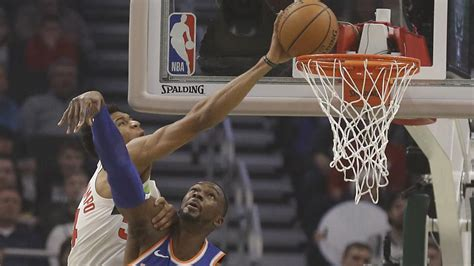 Giannis Antetokounmpo keeps cool, leads home-and-home