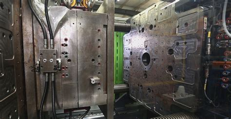 Quick mold change solutions for plastics industry