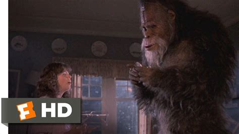 Harry and the Hendersons (3/9) Movie CLIP - Eating the
