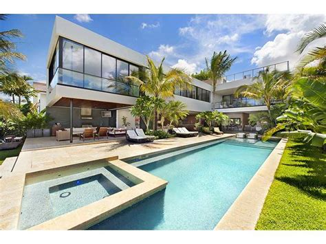 1142 North Venetian Drive Miami Beach | Globalty Investment