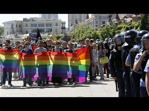 Violence erupts at Kyiv gay pride march - YouTube