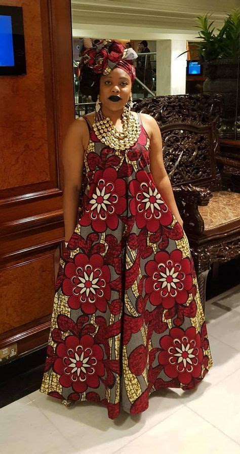Gorgeous maxi dress with V-neck detail in a traditional