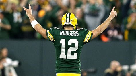 Packers waiting on more info about Aaron Rodgers' knee