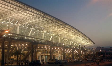 Top 10 Busiest Airports in India including domestic