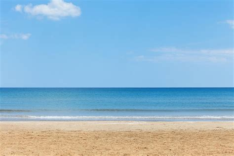 Low cost day trips to the best beaches near Valencia